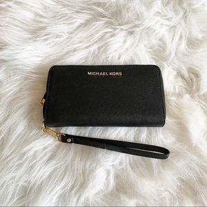 NWT Michael Kors Black Zippered Wallet Wristlet